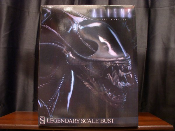 "ALIEN ""LEGENDARY SCALE BUST"""