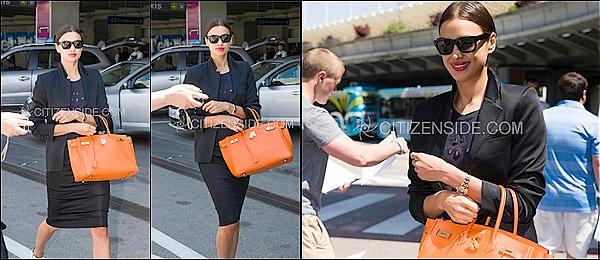 .  18/05/2015 :  La belle mannequin Irina Shayk était aperçu & photographiée à l'aéroport de  Nice, en France. TOP.     Malgré une arrivée assez discrète, le top Irina Shayk qui a atterri sur le sol français. Repérée dans le hall des arrivées de l'aéroport de Nice.  .