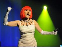 Liane Foly dans la peau d'une « Folle qui part en cure » ? Pour le public du l, « Oui, j'l'adore »