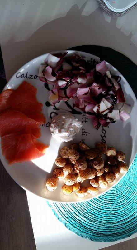 salade au saumon fumé et pomme de terre sautées