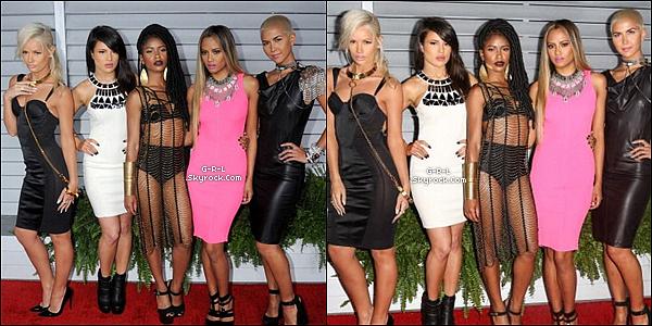 """11-06  -Les filles, canons, étaient à l'évènement """" Maxim Hot 100 Party"""" dans la soirée.• Que dire à part que je voit des bombes sur ce tapis, pour moi Simone était un peu vulgaire. Mais les autres WOUAH. Gros Top !"""