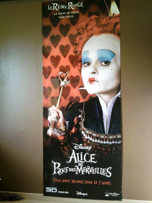 Mon PVC Alice au pays des merveilles ! (La reine rouge) + poster les noces funèbres