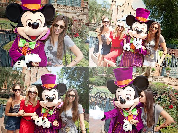 Nina Dobrev, Candice Accola et Kayla Ewell à Disney World Floride