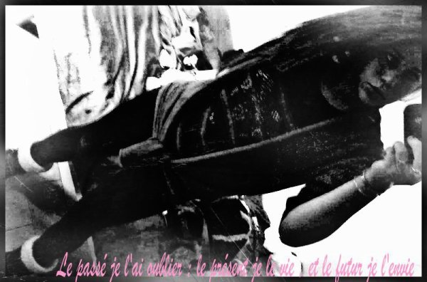 « C'est dur d'être loin de toi, de ne plus entendre ta voix. C'est difficile d'avoir toujours un manque en soi et de se forcer à sourire pour ne pas pleurer. C'est atroce de se dire que jamais tu ne reviendra, et que jusqu'à mon dernier souffle tu manqueras.. » Kenzo.♥