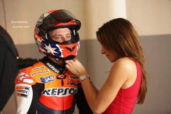 . 23 Juillet 2013 Casey est de retour sur sa moto, il partira au Motegi dans quelques mois pour faire des tests pour Honda. .