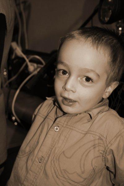 Mon petit frère Mathéo que j 'adore ! <3
