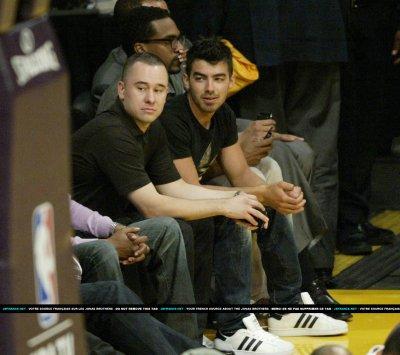 Joe au match des Lakers