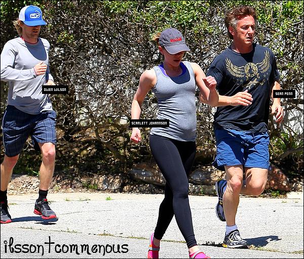 ....10/04/11  : Sean Penn, Scarlett Johannsonn & Owen Wilson en plein footing dans Malibu. Et oui la vie de star n'est pas toujours aussi facile, il faut faire des effors pour garder une bonne ligne et puis on remarque que Scarlett a un peu de ventre.... est-elle enceinte ou serait-ce seulement du gras ?! Sean âgé de 51 ans et Scarlett de 26 ans sont ensemble depuis quelques mois et affichent de plus en plus leur relation. Que pensez-vous de ce couple ? Ah bah j'en connais un qui n'a pas l'air d'apprécier, le fils de Sean...     ....