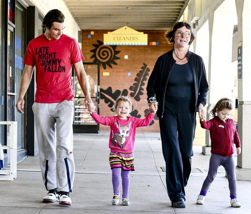 Jerry O'Connell avec ses jumelles et sa mère