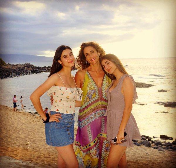 Melina Kanakaredes, Karina et Zoe
