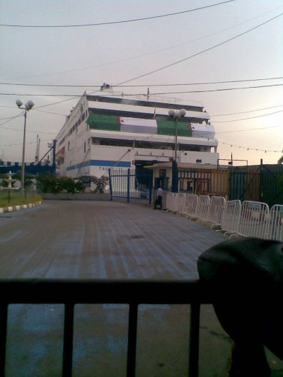 voila le bateaux de l'algerie haha c le bateuax tareke ibeno ziyade tu conni ??