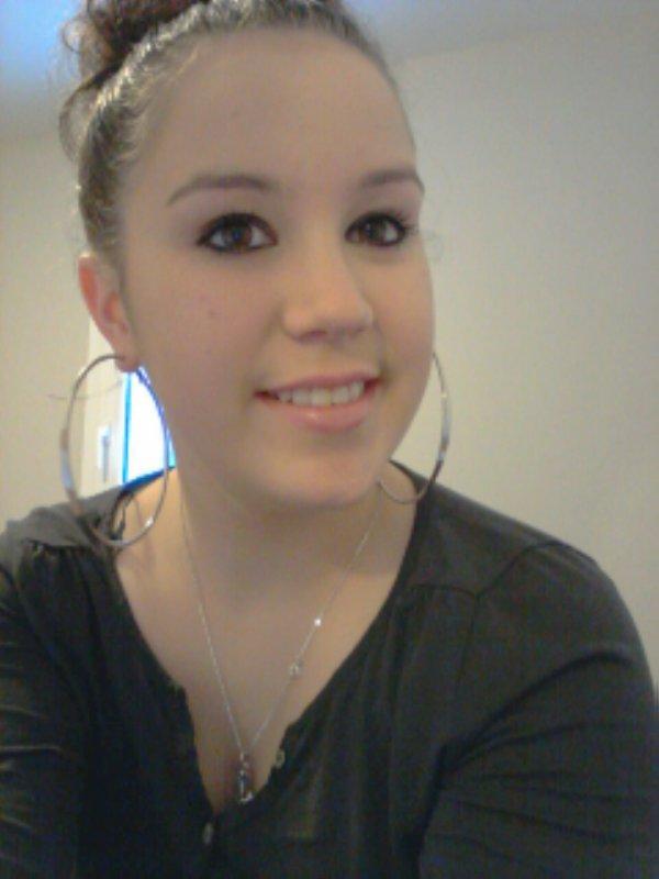 C'est pas parce que tu me voit sourire, que forcement je vais bien..