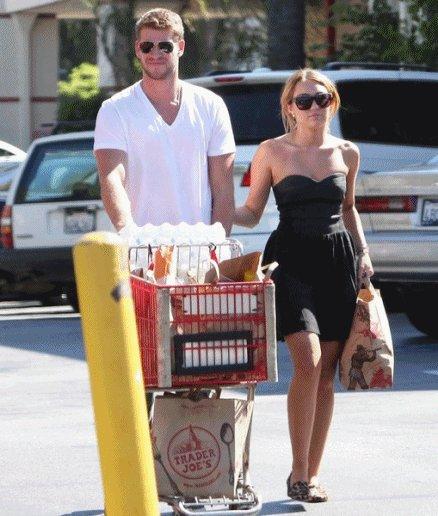 30/08 Miley nous montre des photos dd'elle et d'une école à Bogota 31/08 Liam et Miley font les courses !