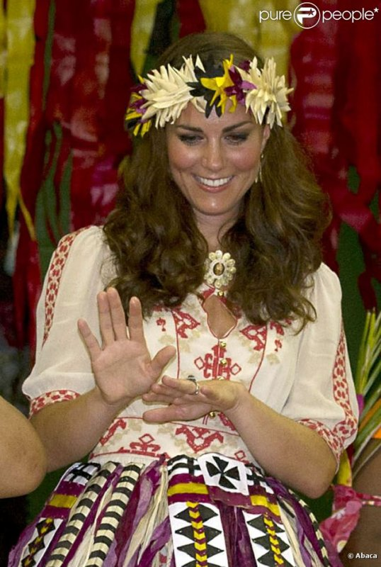 Kate et William : danse traditionnelle à Tuvalu