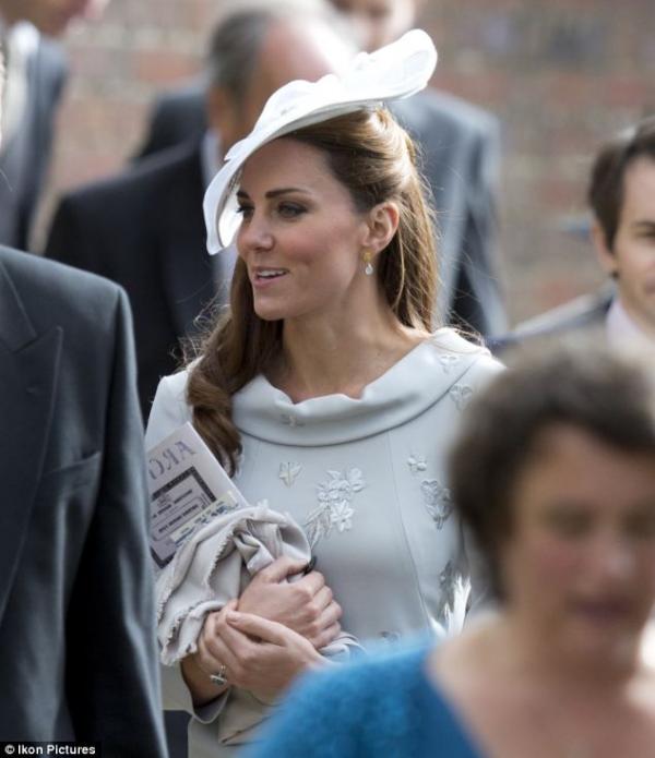 Kate à un mariage avec sa famille