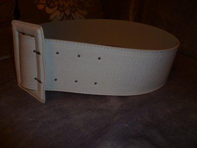 large ceinture blanche neuve.tour de taille 85(36 38). 3 euros ... 1ccb1acb94c