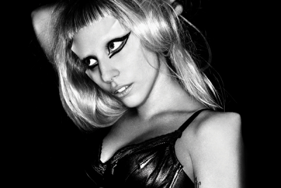 """The Fame: 150 semaines sur le Billboard Hot 200, Britney Spears on Lady Gaga: """"She Understands the Craft of Being an Entertainer"""", Lady Gaga reçoit 6 nominations MTV EMA, """"Yoü and I"""" Remixes Now Available on iTunes"""