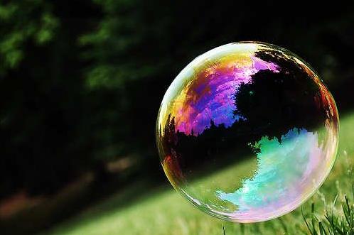 Je n'ai jamais osé être ce que je suis vraiment. Toujours enfermée dans ma bulle et dans ma tête, emprisonnée par mes émotions. Je n'ai peut-être jamais su qui j'étais au fond. Je n'ai jamais pris ma place, car je n'ai jamais trop su où elle était. Mais ce que je sais, c'est que je n'arrêterai jamais de la chercher. Et aujourd'hui, j'entrevois mon avenir de façon tout à fait excitante, en pensant que, quoi qu'il arrive, ma place est celle que je déciderai de prendre.