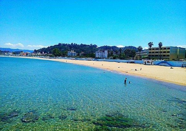 c'est la plage qui se nomme plage de jeune fille à COLLO ville