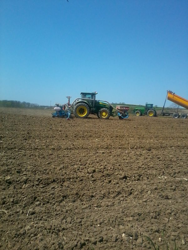 Gros chantier de semi de maïs 2013