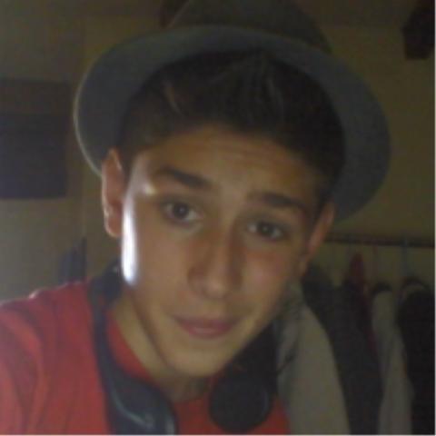 moi mon chapeau et mon casque sa fait pas 2 lol ^^