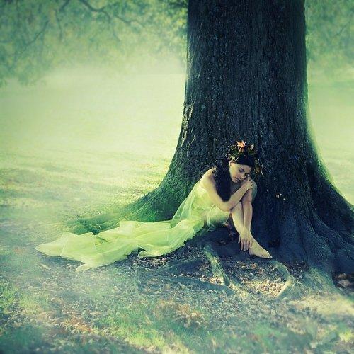 * CHAPITRE 4  of Dreams-you-and-me * * « Ne jamais regarder derrière soi. Rester ignorante, de toute les magnifiques choses que tu laisses derrière toi, certaines choses qui ne continueront jamais, d'autres qui t'accompagneront pour le restant de ta vie... »  ~ Moi