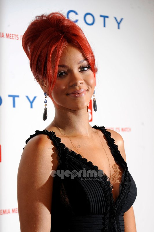 Rihanna attends the DKMS : Gala in NY.
