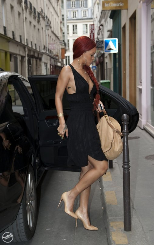 Rihanna Ponytail in Paris!