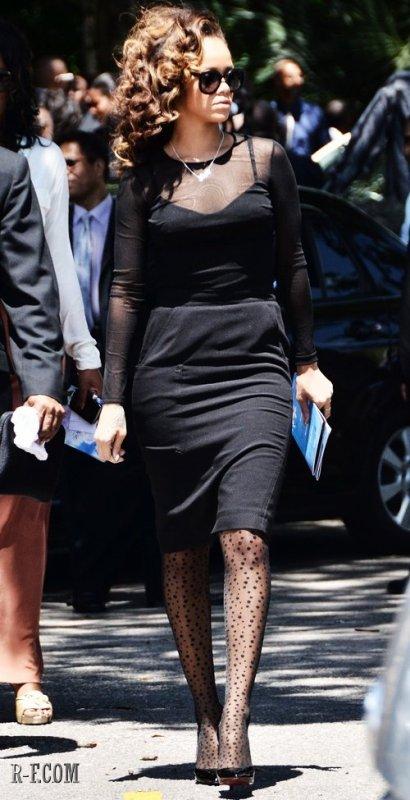 Rihanna & sa mère assistent à un enterrement à La Barbade. !!