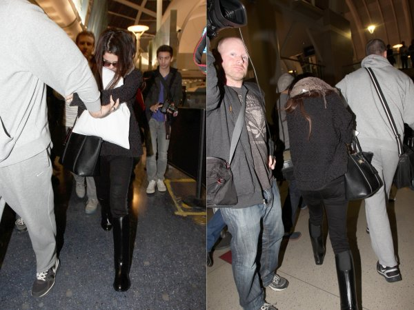21 janvier : Selena sortant de l'aéroport international de Los Angeles