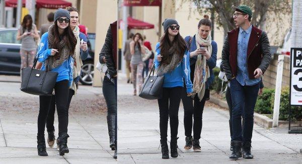 24 janvier : Selena faisant du shopping avec des amies à Beverly Hills