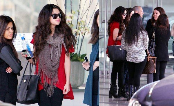 4 février : Selena à une réunion dans les départements Creative Artist Agency
