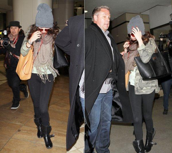 7 février : Selena sortant de l'aéroport de Los Angeles