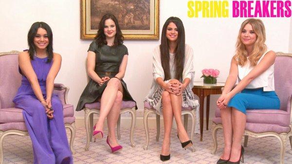 Les filles font la promo de Spring Breakers pour la presse Junket à Paris