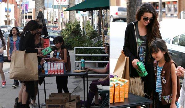 2 mars : Selena faisant du shopping avec des amies
