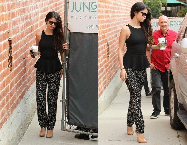 6 mars : Selena sortant d'un studio d'enregistrement, en Californie