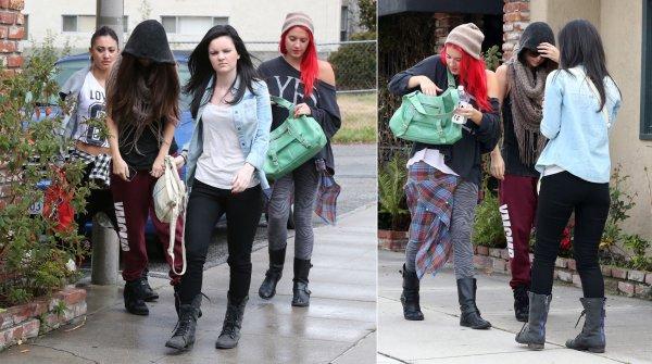 8 mars : Selena sortant d'un studio de danse à North Hollywood