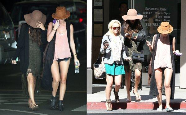 14 mars : Selena sortant du restaurant mexicain Chiplote, après avoir été allée dans un salon de beauté avec des amies