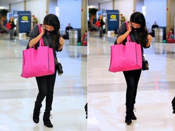 17 mars : Selena à l'aéroport de Los Angeles direction New York