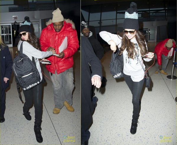 19 mars : Selena sortant de l'aéroport international de Los Angeles