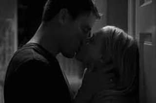 """"""" Ton absence a occupé ma vie à trop se révéler dans l'effort insensé de vouloir t'oublier..."""""""