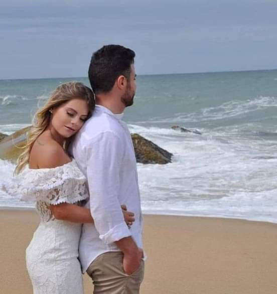 Dans mes pensés, dans ma vie, je t'attends Dans mon coeur,dans ma tête, je t'attends Dans mes larmes, dans mon lit, je t'attends Dans mes bras, dans ma voix, je t'attends Dans mes peines, dans mes joies, je t'attends Dans mes yeux, dans mes rêves, je te vois Dans mes pensés, dans l'avenir, je te vois Dans les photos futur, dans les cadres, je te vois Dans mes larmes, dans mes doutes, je te vois Dans l'attente, dans la peur, je te vois Je ne vis que pour toi...