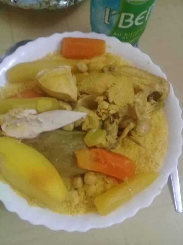 Couscous avec les légumes et l'ben à la maison bonne appétit