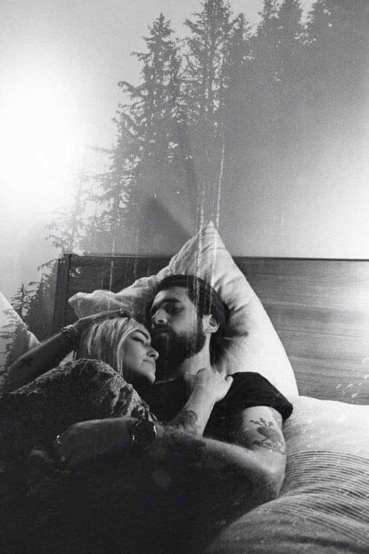 Mon âme faisait l'amour à ton âme longtemps avant que nos corps ne se soient réunis. Quand j'ai posé mes yeux sur toi pour la première fois, je t'ai reconnu. Tu tenais mon avenir dans tes mains.