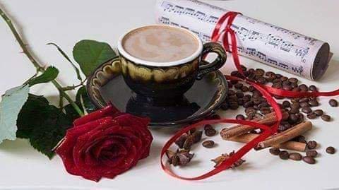 Tu es ... La joie qui fleurit dans les sourires … L'émotion qui fait trembler la voix ... Le silence qui caresse le c½ur … Le mot qui embrase l'esprit … Le manque qui attriste l'âme ... Tu es ... L'Aube qui ne se couche jamais ... Le coucher de soleil qui oublie de finir ... La nuit qui protège mes rêves ... Le rêve qui le matin ne disparaît pas ... L'instant qui renouvelle le temps ... Tu es ... L'arabesque qui dessine le destin rebelle sur ma peau ... Tu es la seule… Ce que les autres ne connaissent pas mais désirent … Tu es l'unique ... Tu es mon Amour sans pluriel ...