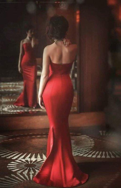 """✒️"""" La beauté d'une femme n'est pas dans les vêtements qu'elle porte, la figure qu'elle affiche ou la manière dont elle se coiffe les cheveux. La beauté d'une femme se voit dans ses yeux car ils sont la porte de son coeur, l'endroit où réside son amour"""""""