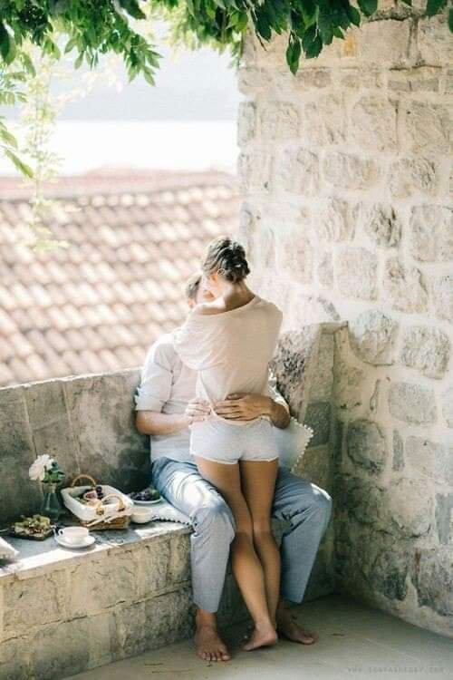 """La première fois où je t'ai vue, j'avais l'impression de t'avoir toujours connu. Je pense que lors de cette """"première fois"""", j'étais déjà, inconsciemment, amoureux de toi. Depuis ce fameux jour là, cette passion s'est installée en moi, et mon coeur t'a laissé toute la place, Pour que ton amour y fasse """"son palace""""."""