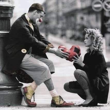 L'amour à sens-unique n'a pas de sens. L'amour est fait de deux morceaux, de deux parties égales que l'on rassemble pour former un tout, une boule ronde, une pomme.....