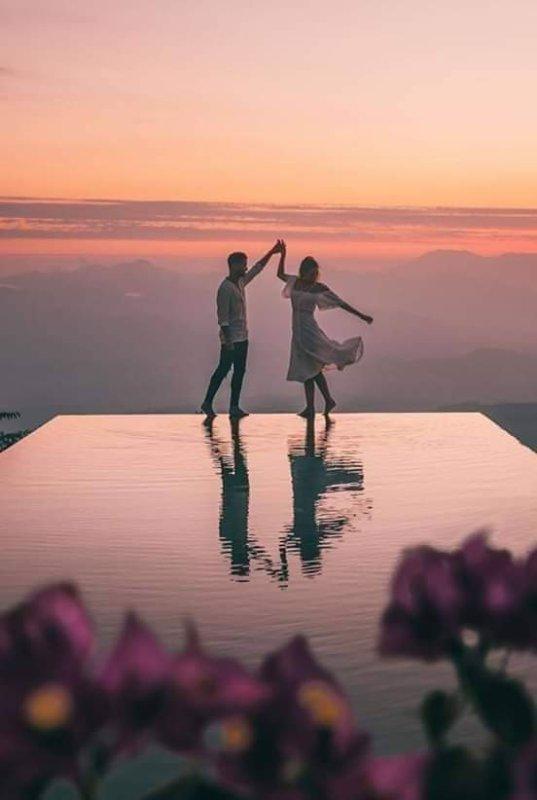 La beauté de l'harmonie ce sont exactement les choses en commun..  Ces petits détails qui unissent des personnes différentes, qui composent les pensées, qui lient les c½urs, qui bouleversent les âmes. Et quand il y a une harmonie, il se passe quelque chose de magique.. L'Amour est magique ...
