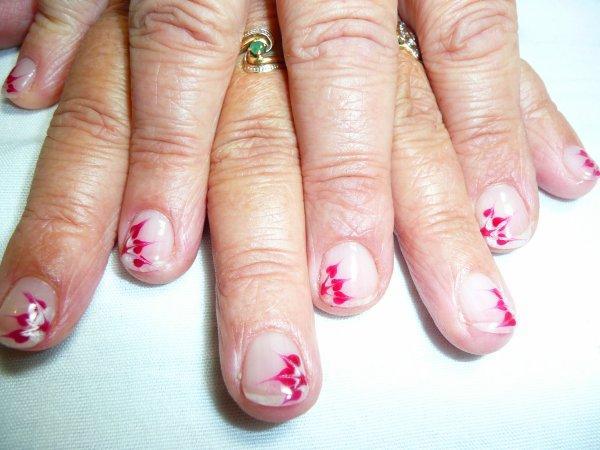 gel nail art simple sur ongles naturels grace au gainage joelle va pouvoir faire pousser ses. Black Bedroom Furniture Sets. Home Design Ideas